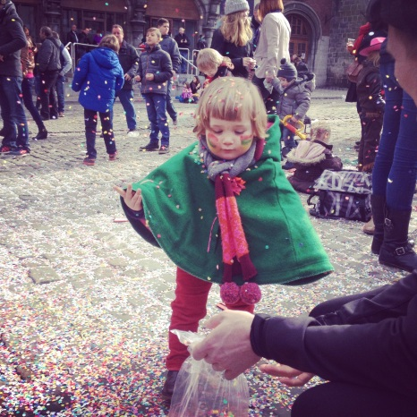 Emma au carnaval de Binche
