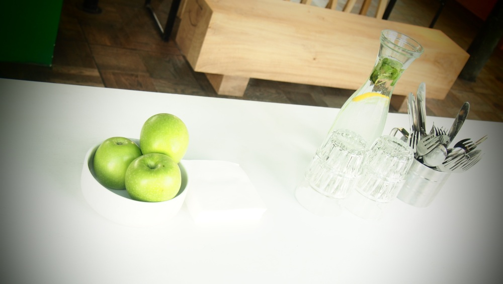Free appels & water @ balls & glory