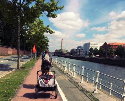 A bike ride along Brussel's canal