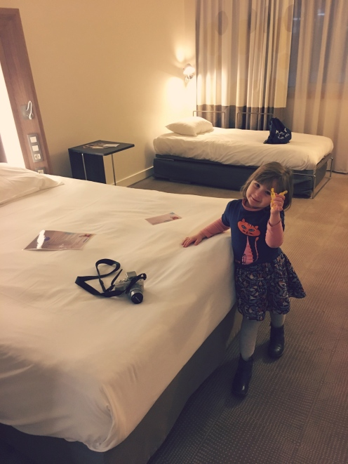 emma-bedroom-novotel
